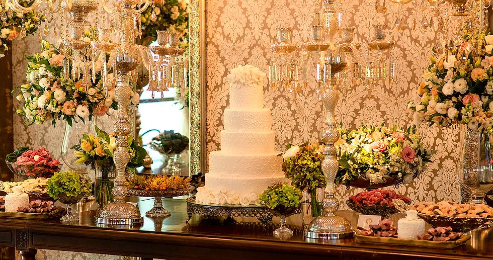 Mesa de bolo de casamento e doces finos Ateliê Francine Machado Cake & Design