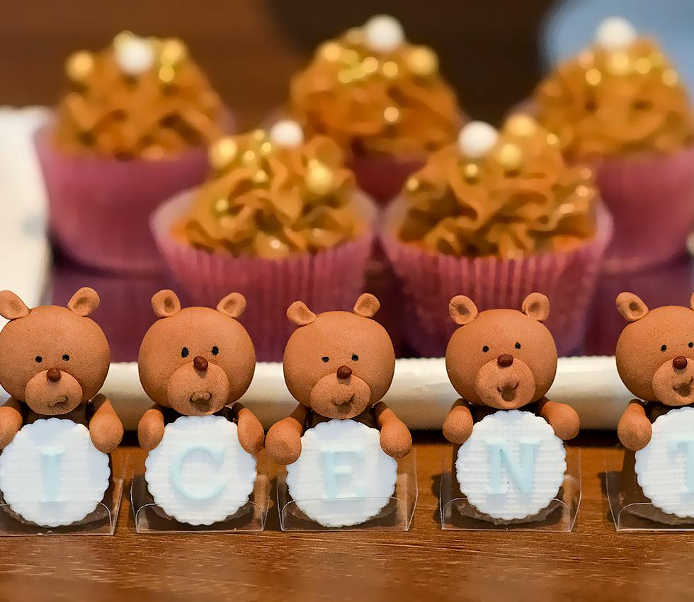 Francine Machado - Aniversário infantil - 1 ano - mesa de bolos e doces personalizados
