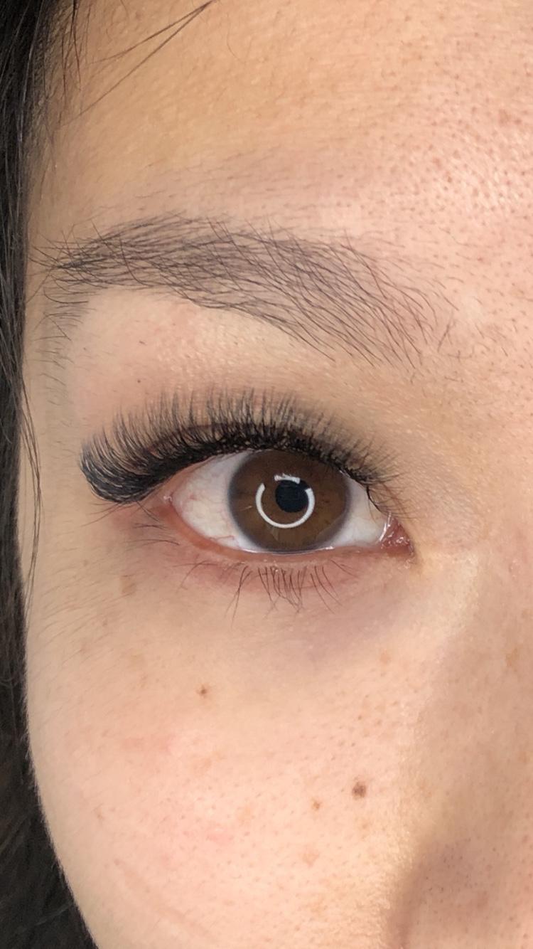 Light Volume Eyelash Extensions