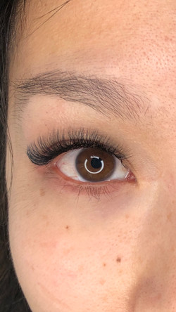 Light Volume Eyelash Extensions