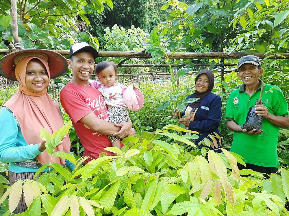 Opwall's partners in La Bundo Bundo and their new tree nursery.