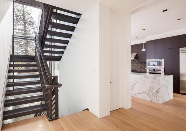 entry_stairway_kitchen_5901jpg