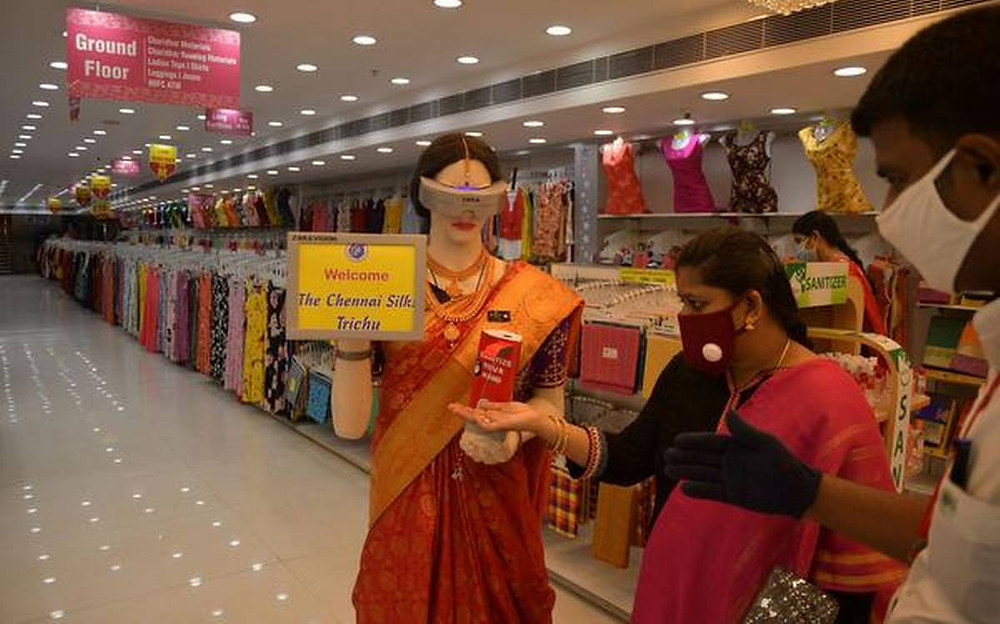 Robot to scan customers for masks
