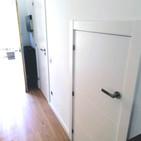 Puerta Lacada con 4 líneas horizontales