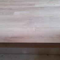 Detale terminación suelo laminado en escalón.