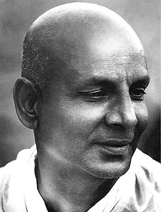 Swami Sivananda portrait -yoga traditionnel angers
