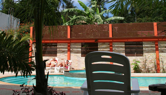 swimming-pool-sairee-koh-tao.jpg