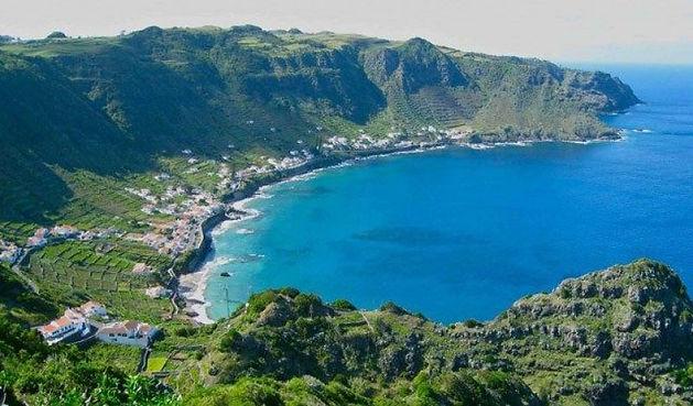 Azores_Santa_Maria_island_blue_waters_gr