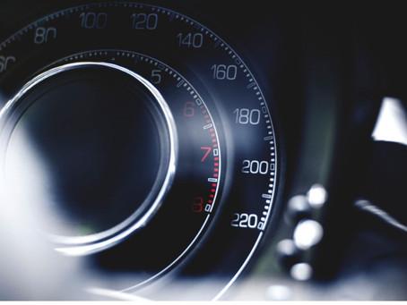 Predlog za znižanje kazni za hitrost – mnenje Zavoda Varna pot