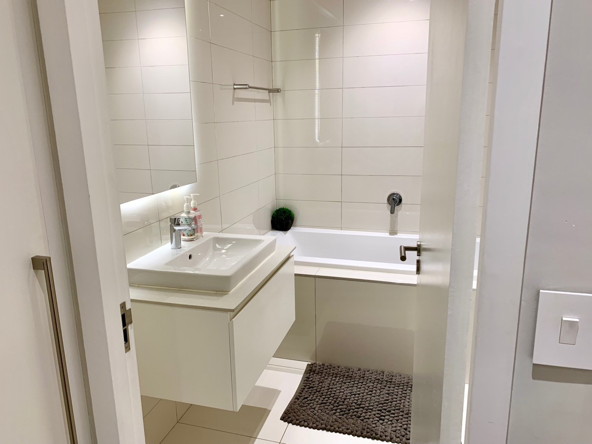 Bathroom_2bedroom_Trianglehouse_1412_ITC