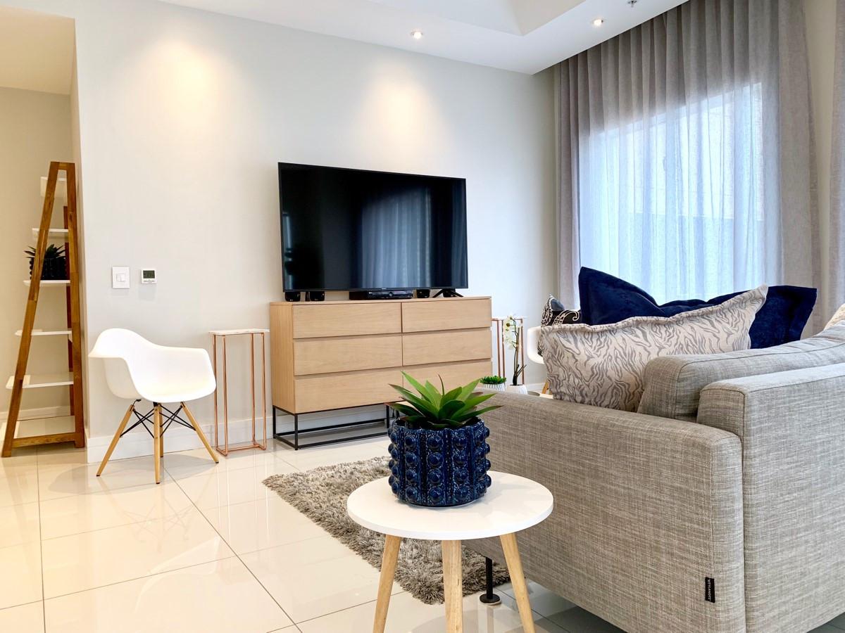 Lounge_2bedroom_Trianglehouse_1412_ITC_2