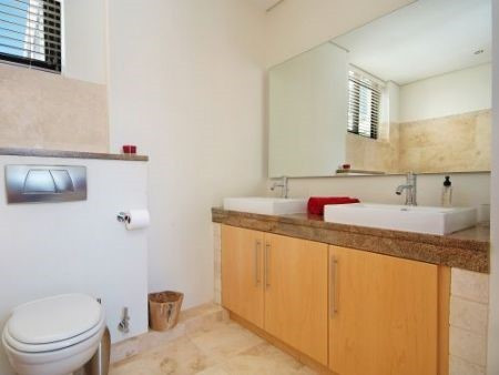 Bathroom_2bedroom_Piazza_1201_ITC_1.jpg