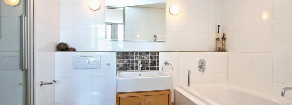 bathroom_1bedroom_CartwrightsCorner_906_