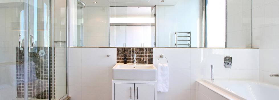 Bathroom_1bedroom_CartwrightsCorner_1401