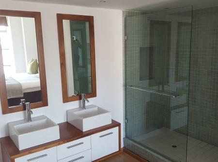 Louise_Bathroom2.jpg