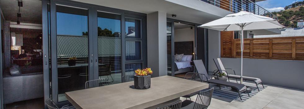 Balcony_1bedroom_Docklands_325_ITC_2.jpg