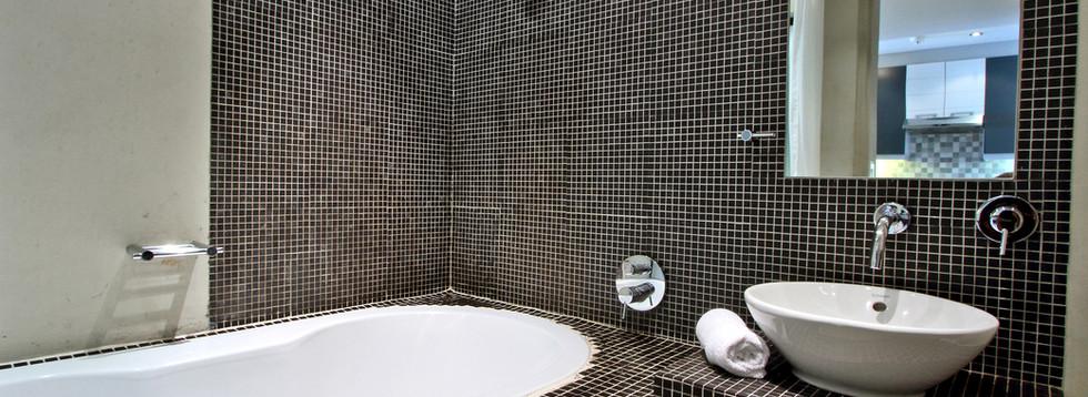 bathroom_1bedroom_Decks_907_ITC_1.jpg