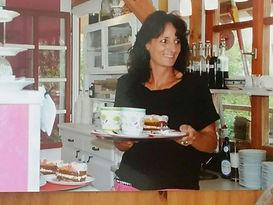 Cafe, Kuchen,Besen,Frau,Tasse,Gruibenschmalz,Brot,Tiere,Schöner Garten,Allgäu,