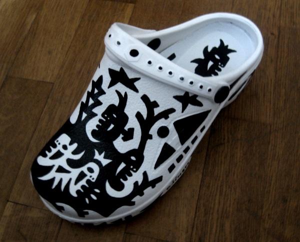 Dion's left shoe