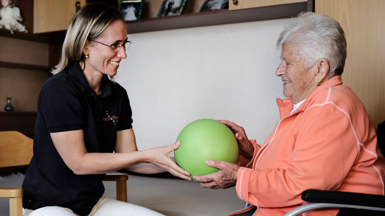 Physiotherapie mit Hausbesuch Ball_edite