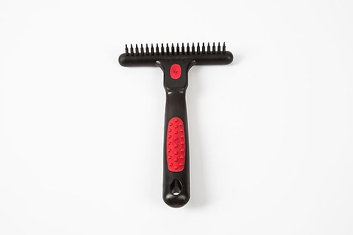 Comb with solid metal pins