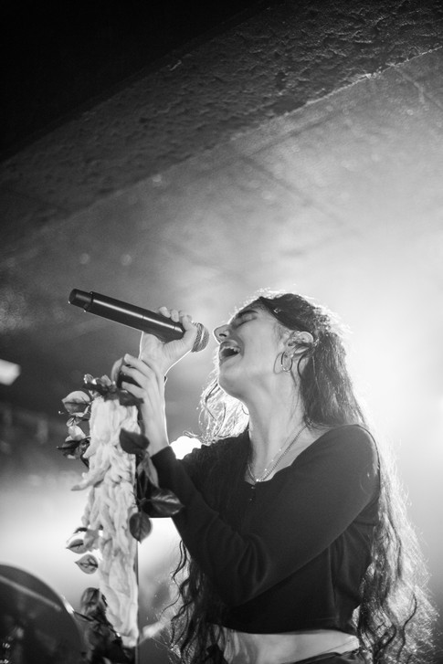 Naaz performing in King Tuts Glasgow