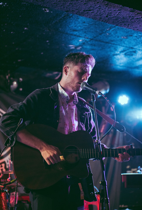 King Tuts gig with Glasgow busker singer-songwriter musician Liam Doyle and guitar