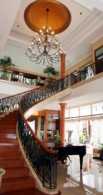 This Jakarta B and Bs circular staircase is exqusite.