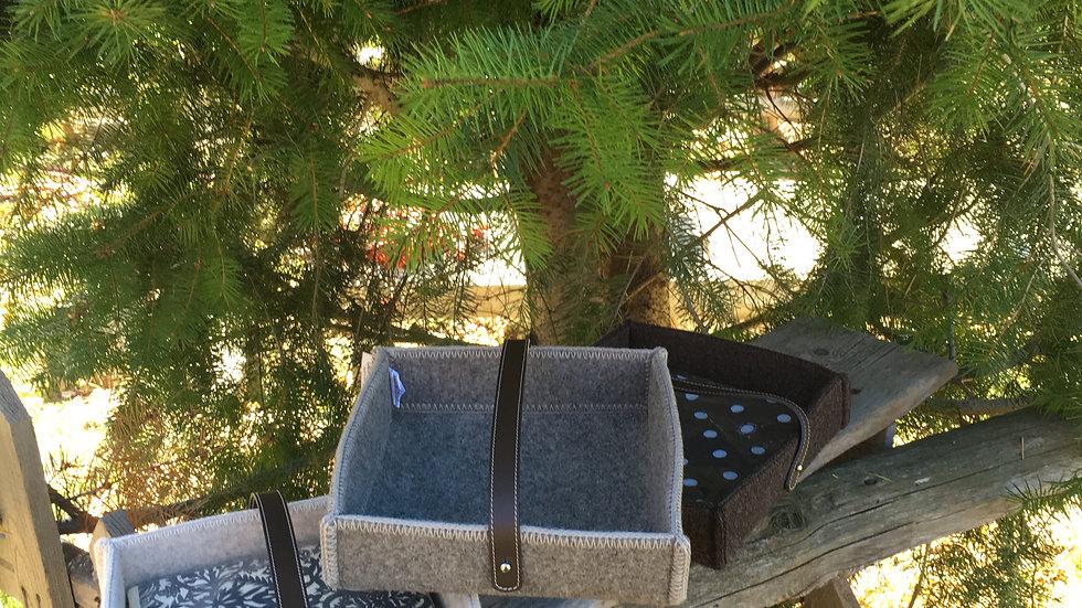 Portatovaglioli in lana con manico in pelle