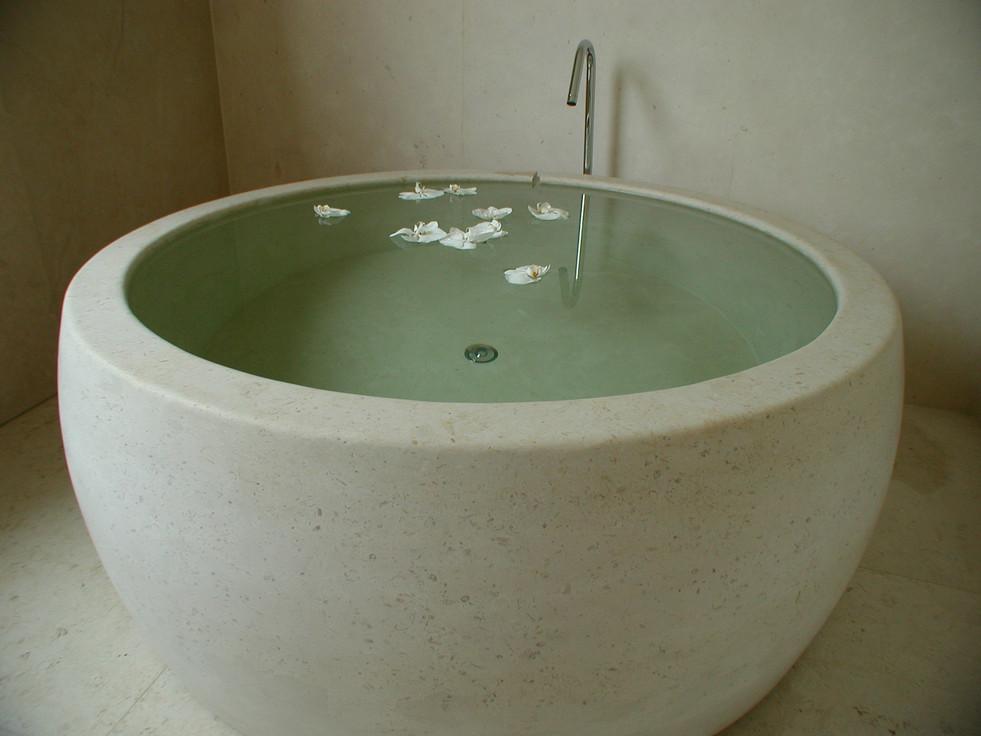 One piece solid stone bath tub