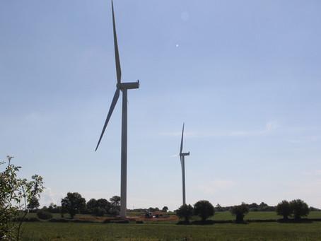 07 Juin : 2 des 3 Éoliennes terminées