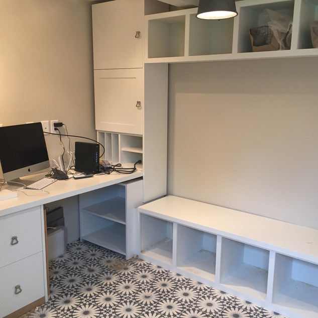 Desk and mud room built in