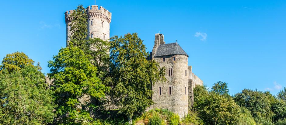 Ein Hauch von Mittelalter und ein Stück Schottland in der Eifel - Adler- und Wolfspark Kasselburg