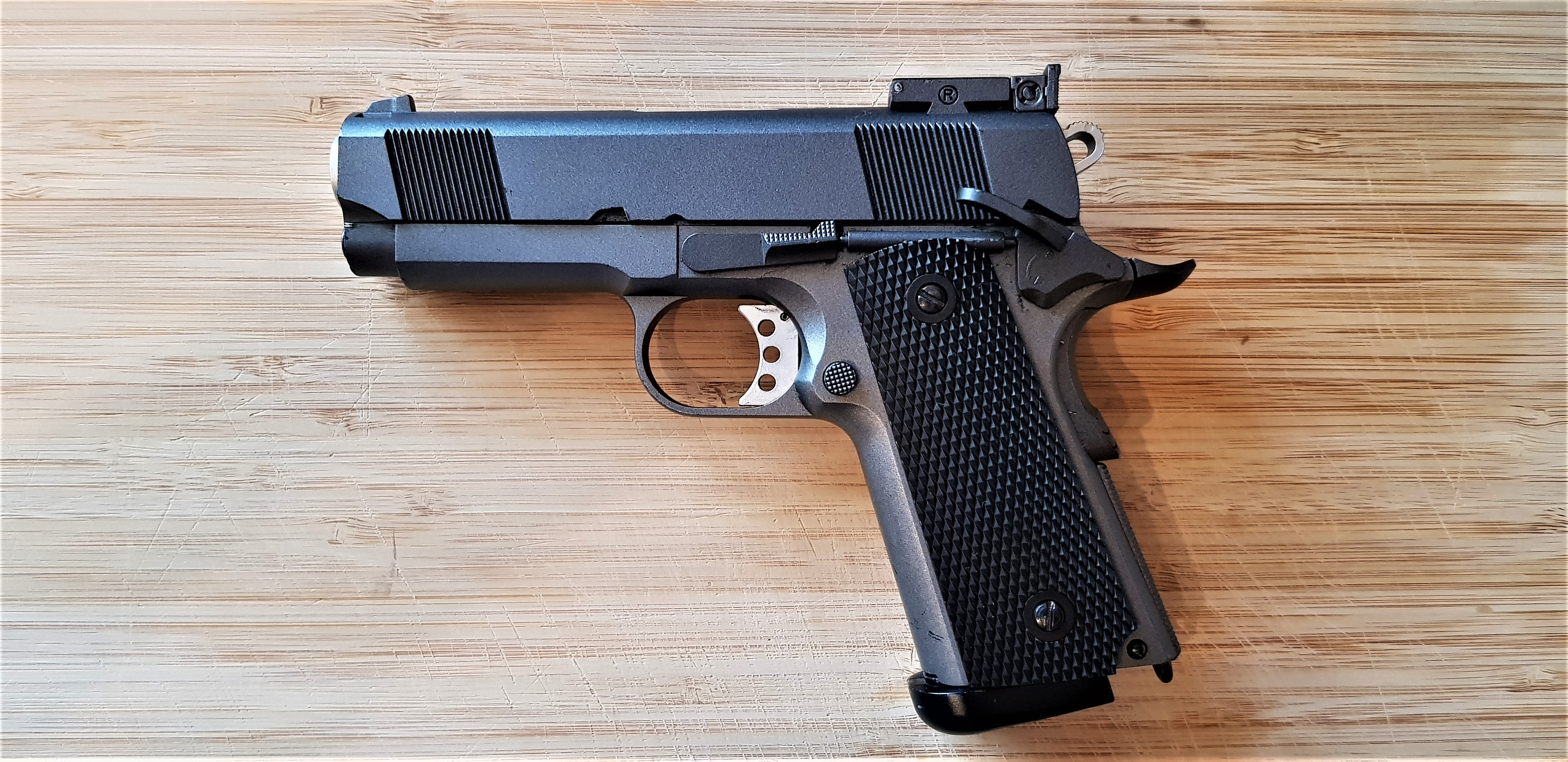 Colt M1911 (Blow-back Pistol)