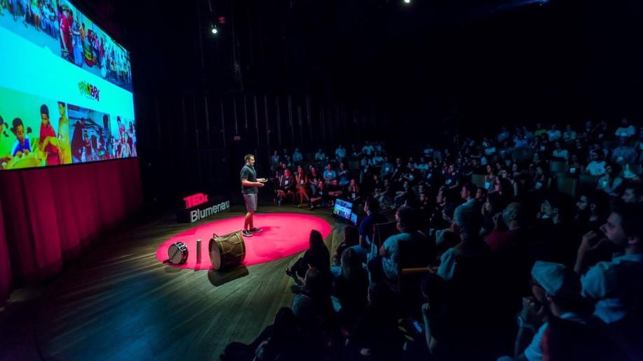 Palestra no TEDxBlumenau -Sinergia e Catarse BLUMENAU - SC - 2016