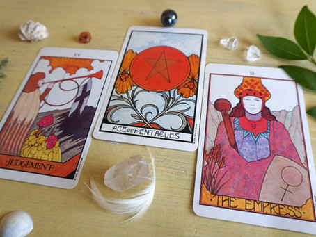 Reading Tarot for Yourself – Do's, Don'ts and Challenges