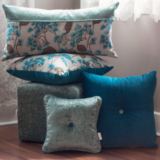 _blue pillows ensemble no chair_small.jp