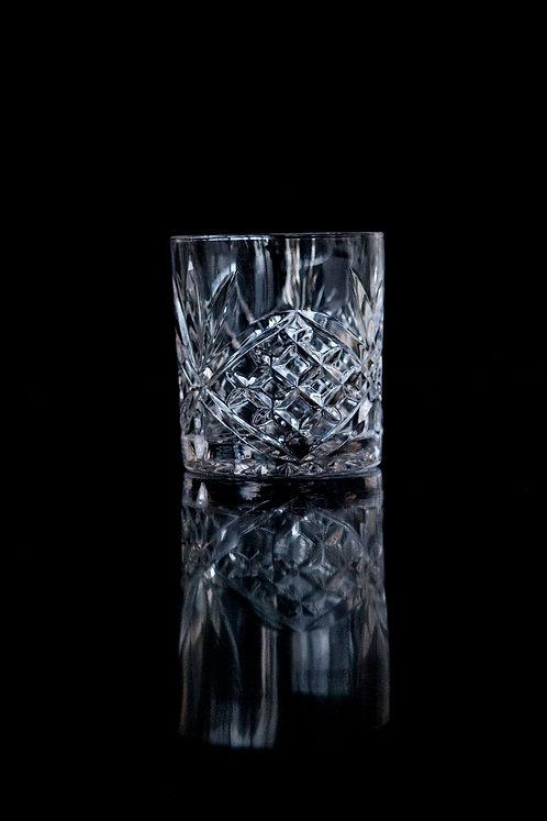 Glas med krystaludskæringer