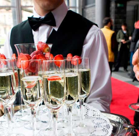 Why you should hire a caterer for your next event!