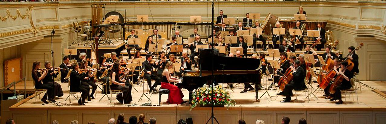 Meghan Behiel mit Orchester