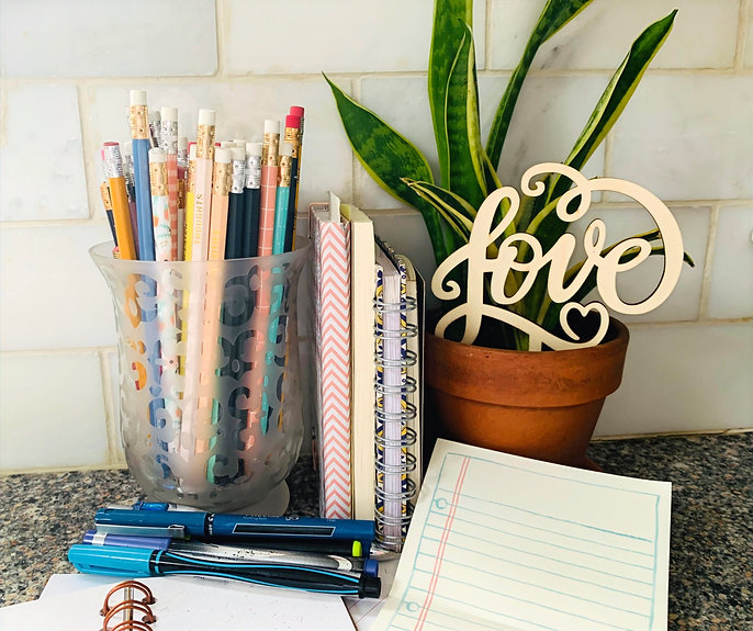 pencil%20vase%2C%20notepads%2C%20love%20plant%20cool%20tone_edited.jpg
