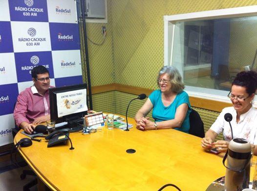 Entrevista_na_Radio_Cacique,_em_Lagoa_Vermelha,_com_Paulo_Silva_e_Marli_Weber._E