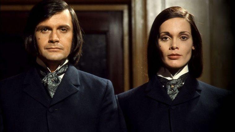 """Ralph Bates e Martine Beswick em """"O médico & irmã monstro"""""""