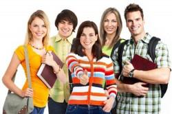 4198397-grupo-de-jovenes-estudiantes-sonriente-mas-de-fondo-blanco (1)