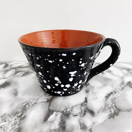 salpico large tapered mug - black with white dots