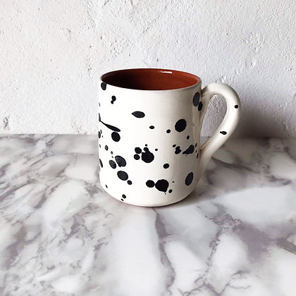 white salpico mug - black dots