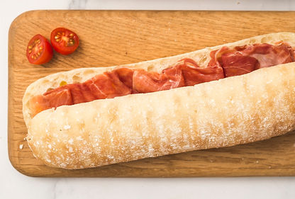 Media baguette jamón serrano con ingredientes naturales