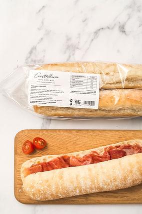 Pan Cristallino media baguette elaborada con masa madre e ingredientes 100% Natural. Más practico y cómodo.