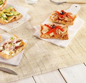 Receta montaditos pan crujiente y natural elaborado con masa madrecon anchoa, atún y pimiento