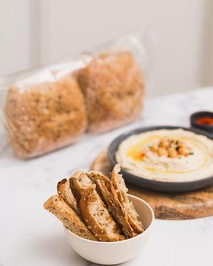 Pan cubierto con semillas y cereales perfecto para recetas